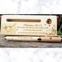 Quà tặng bút gỗ khắc tên valentine ý nghĩa