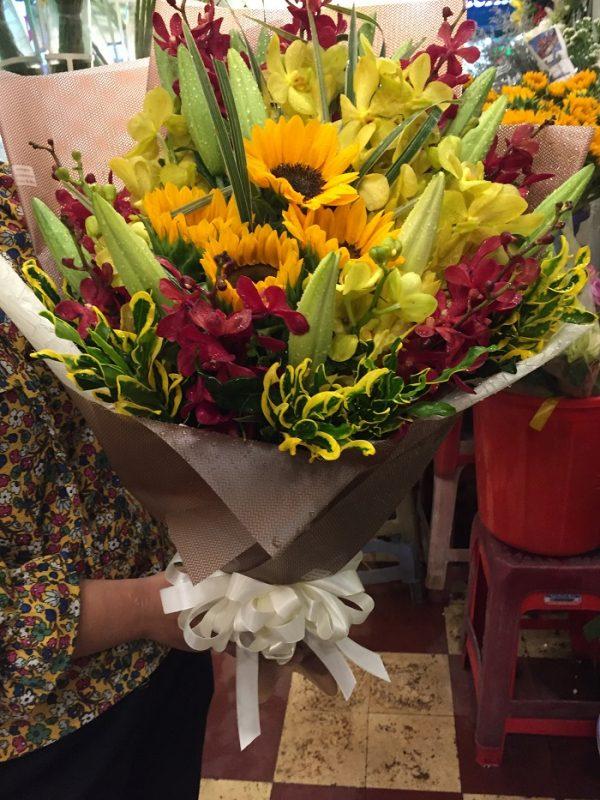 """Bó hoa tươi cầm tay """"Vui Sướng"""""""