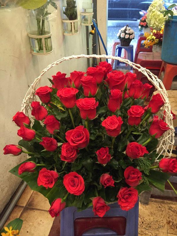 """Giỏ hoa hồng đỏ """"Mãi Yêu Thương"""""""