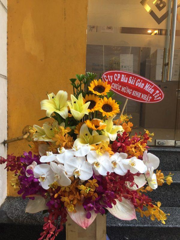 """Giỏ hoa """"Ngày Nắng Ấm Áp"""" sang trọng"""