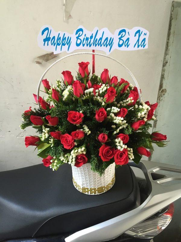 """Giỏ hoa """"Bà Xã"""" tặng vợ yêu"""