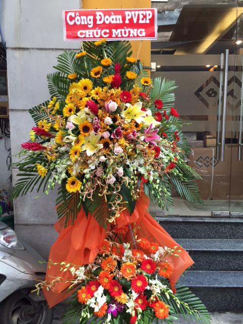"""Kệ hoa ngày 20/10 """"Ngày Vàng Tươi"""""""