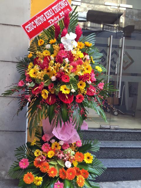 """Kệ hoa tươi """"Khúc Khải Hoàn"""""""