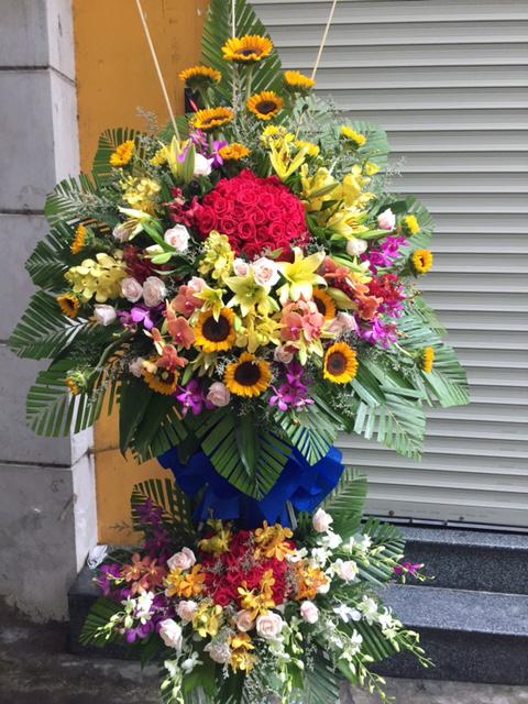 """Kệ  hoa tươi """"Tình Yêu Diệu Kỳ"""""""