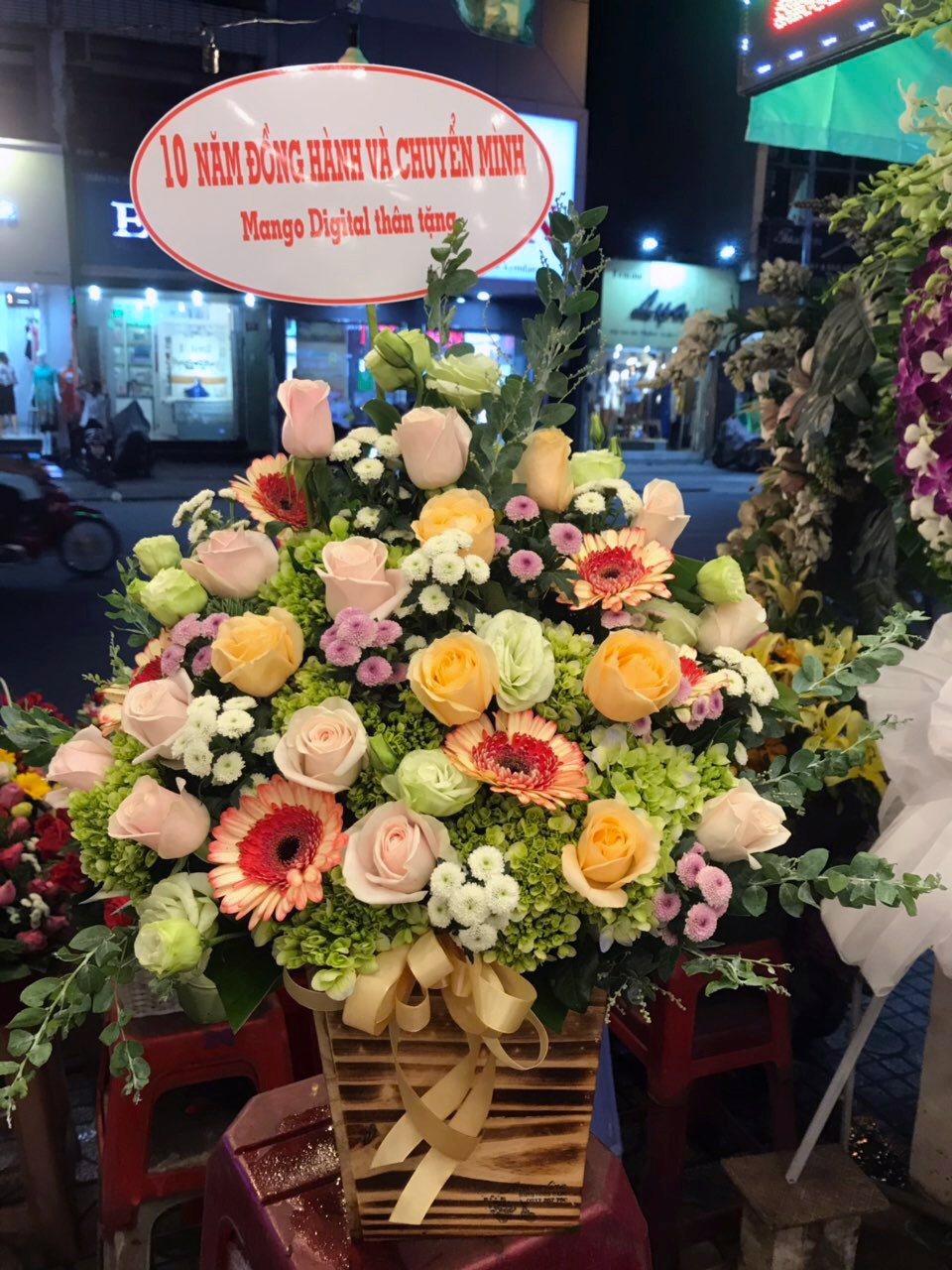 Giỏ hoa tươi Hạnh Phúc Bất Tận tặng người thân