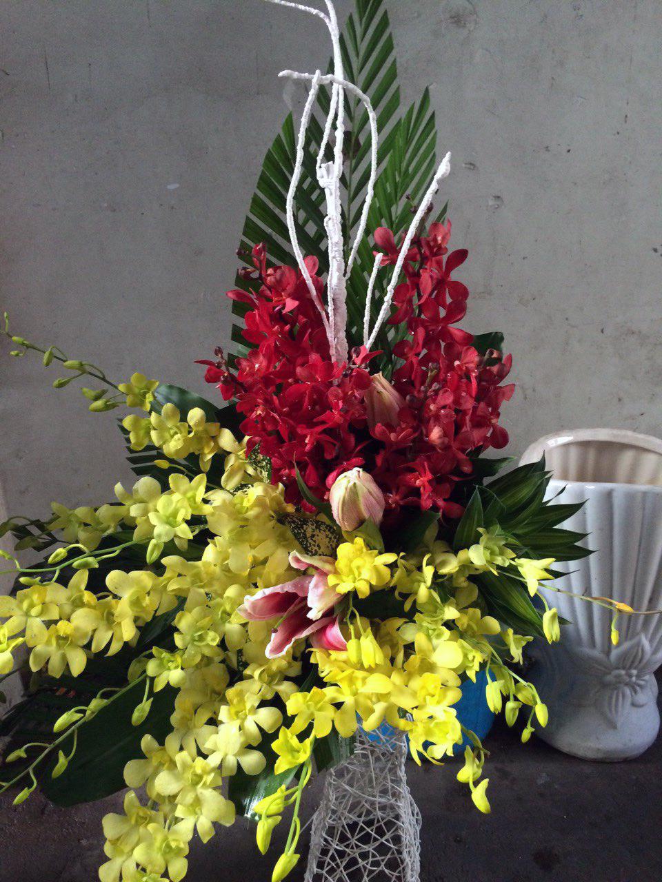 Giỏ hoa tươi Vững Vàng nhiệt huyết tuổi trẻ
