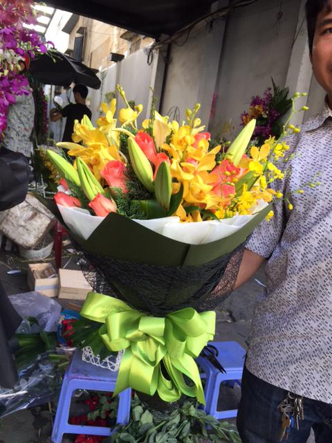 Bó hoa cầm tay Ngày Trong Xanh đầy ý nghĩa