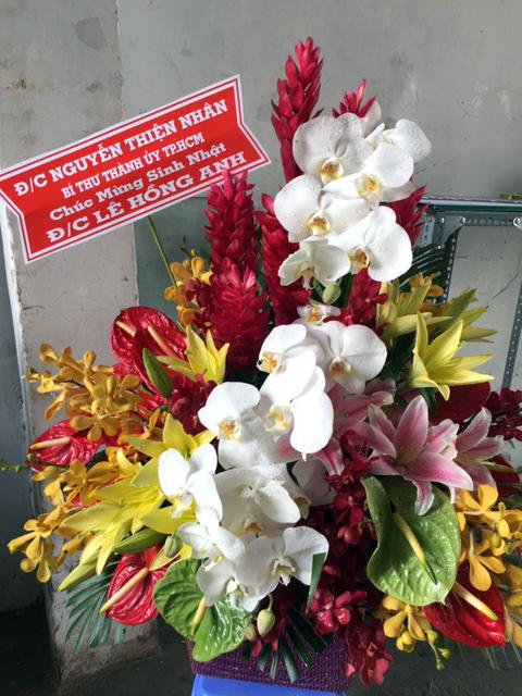 giỏ hoa tươi chúc mừng sinh nhật công ty bạn bè, đối tác