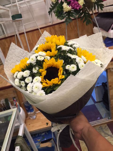 """Bó hoa đơn giản """"Mùa Xuân Gọi"""""""