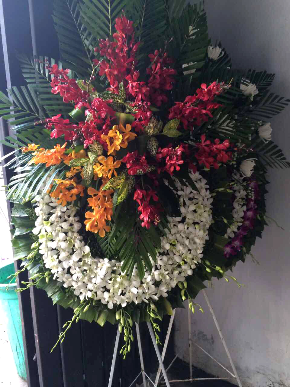 """Vòng hoa tươi """"Ngày Ly Biệt"""""""
