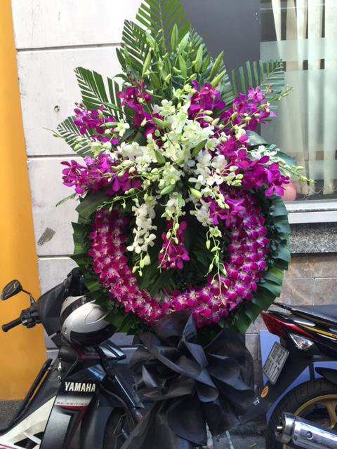 """Vòng hoa viếng """"Lãng Quên"""""""