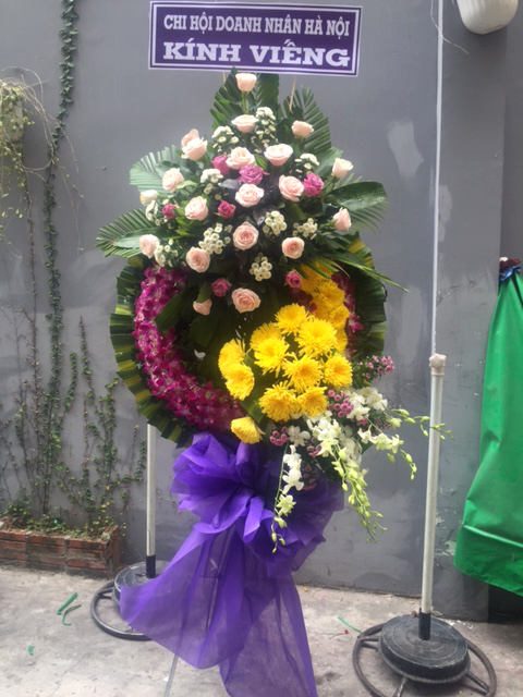 """Vòng hoa viếng """"Cát Bụi"""""""