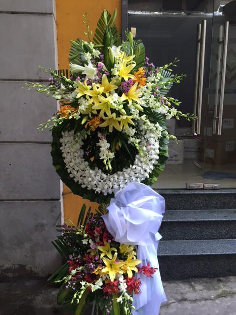 """Vòng hoa viếng """"Vô Cùng Thương Tiếc"""""""