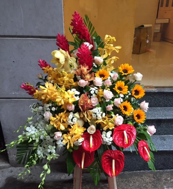 Bình hoa tươi tặng bạn bè