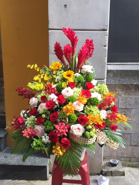 Bình hoa tươi chúc mừng đối tác