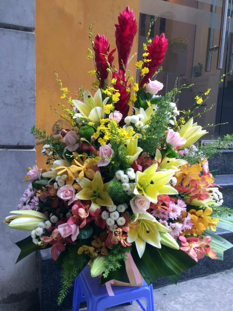 Bình hoa tươi tặng đồng nghiệp