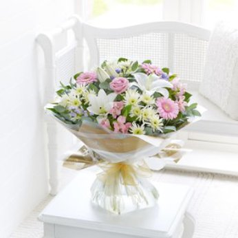 Country Garden Hand-Tied United Kingdom