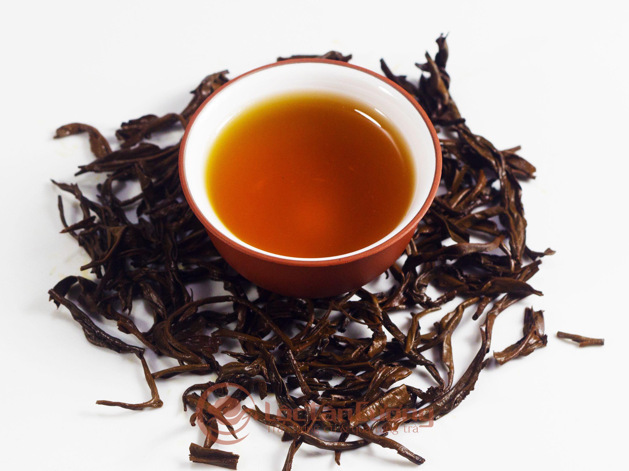 Màu nước của hồng shan trà Hà Giang là màu hổ phách, tức màu đỏ sáng, không quá đậm như những loại hồng trà khác, rất đẹp mắt.