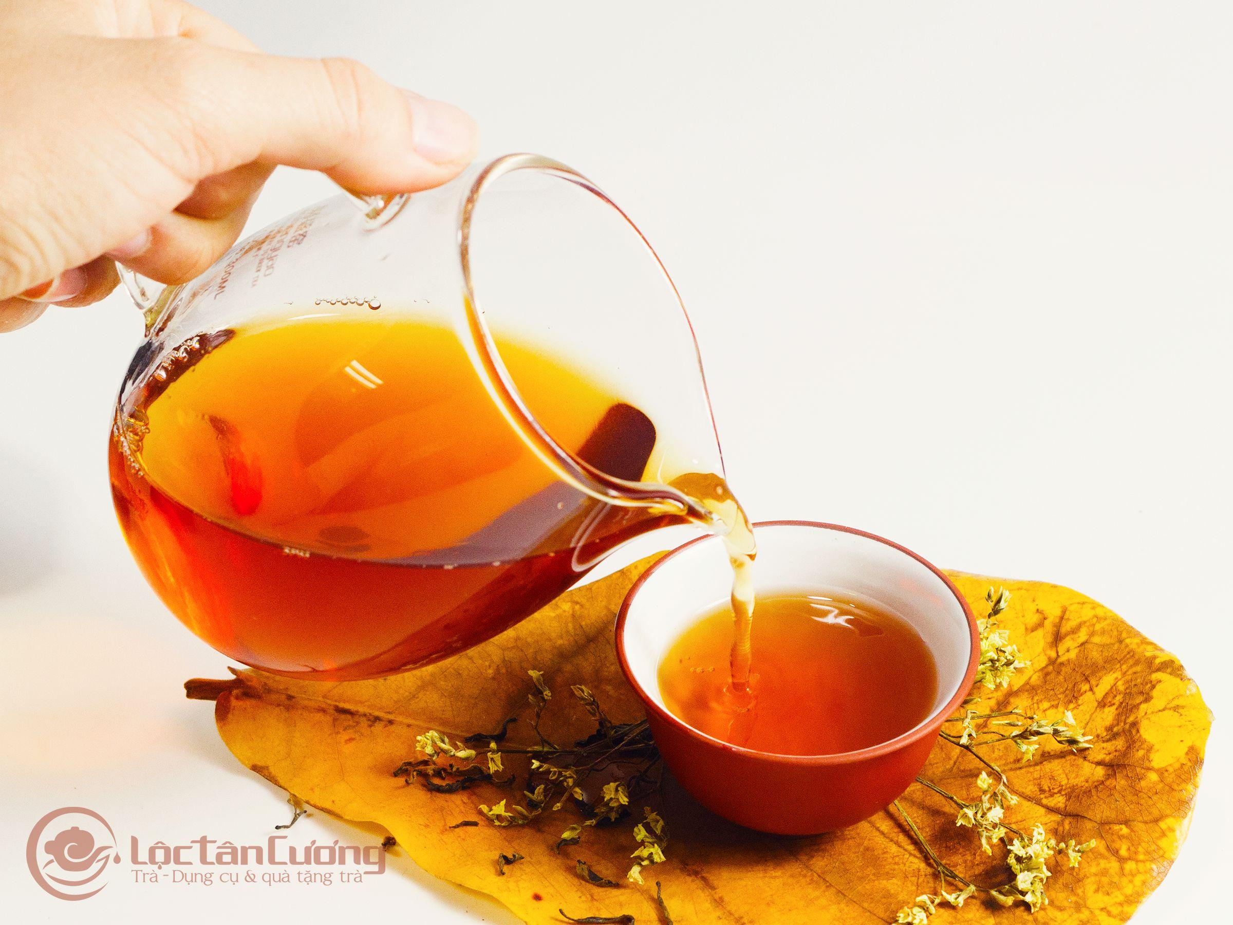 Hồng Shan Trà Hà Giang sau khi pha sẽ dậy lên hương thơm của sự hòa quyện giữa mật ong rừng và trái cây rất tự nhiên, thanh mát. Vị trà không chát, găt. vị chát gần như mất hết mà chỉ đọng lại hậu vị ngọt rất lâu trong cổ họng.
