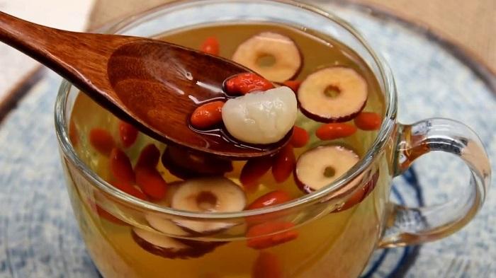 Trà táo đỏ với nhãn nhục