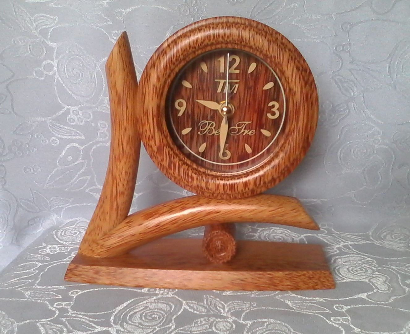 Đồng hồ hình chữ V gỗ dừa mỹ nghệ - Mỹ Nghệ Nam Trang
