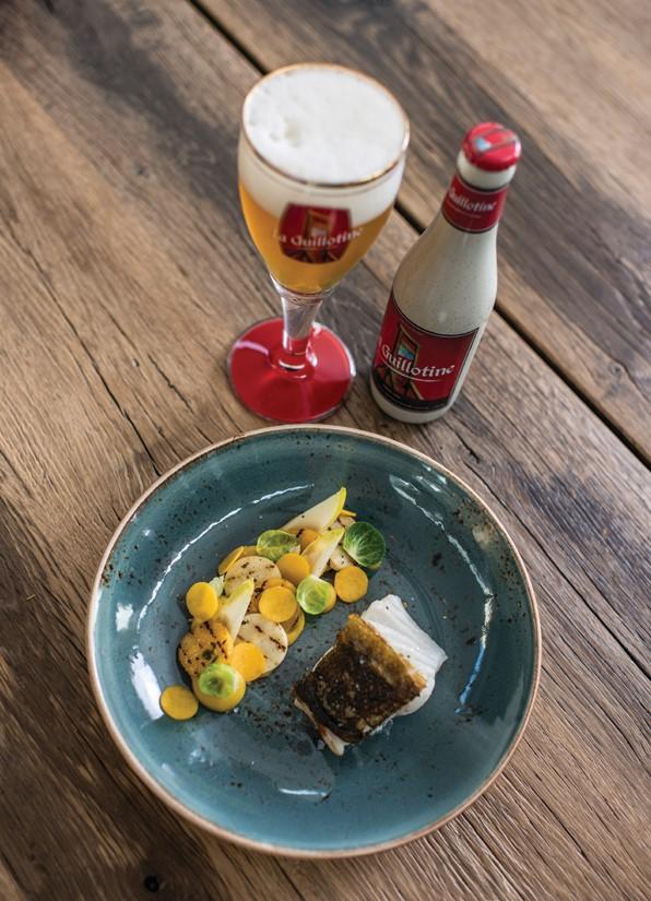 Bia Máy chém 8.5 % | Bia vàng 330 ml: Bia Bỉ chai sứ La Guillotine.