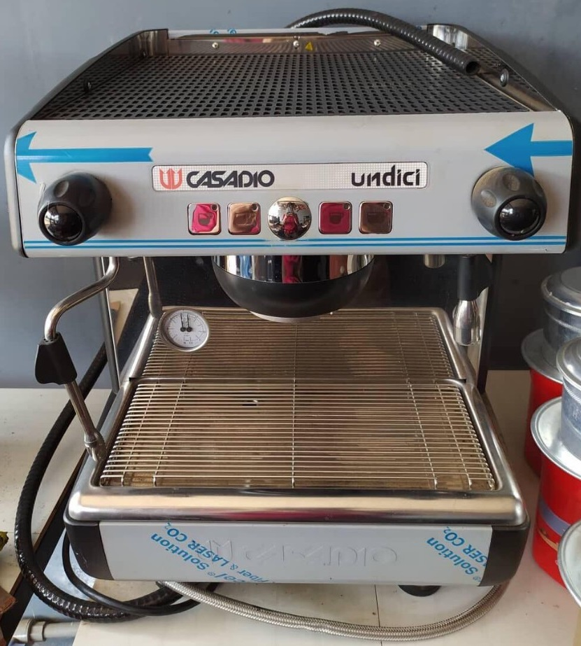 Thanh lý Máy pha cà phê Casadio cũ giá rẻ 30% giá mới.