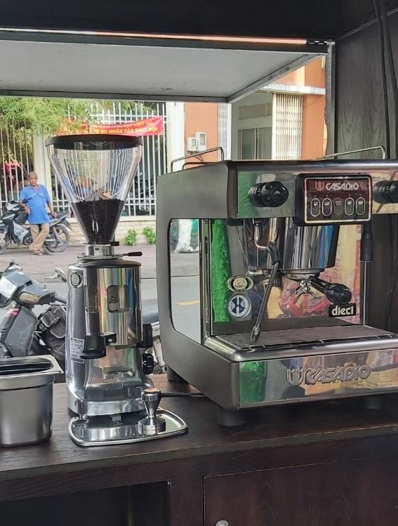 Máy pha cà phê Casadio Dieci A1 cũ đã qua sử dụng giá rẻ 30tr/máy.