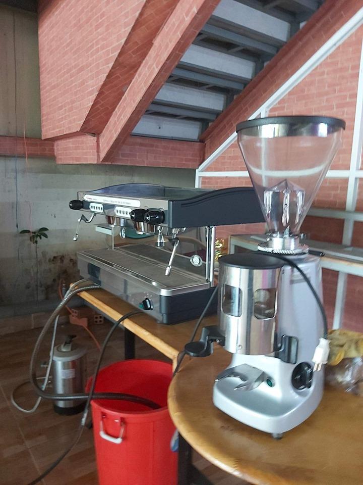 Máy pha cà phê chuyên nghiệp cũ FAEMA E98 Auto.