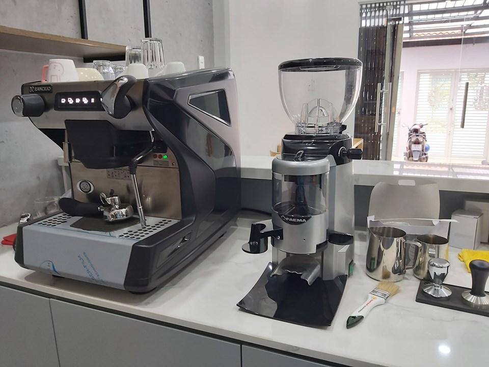 Thanh lý Bộ Máy pha cà phê RANCILIO CLASSE 5 USB 1 GROUP mới sử dụng vài lần.