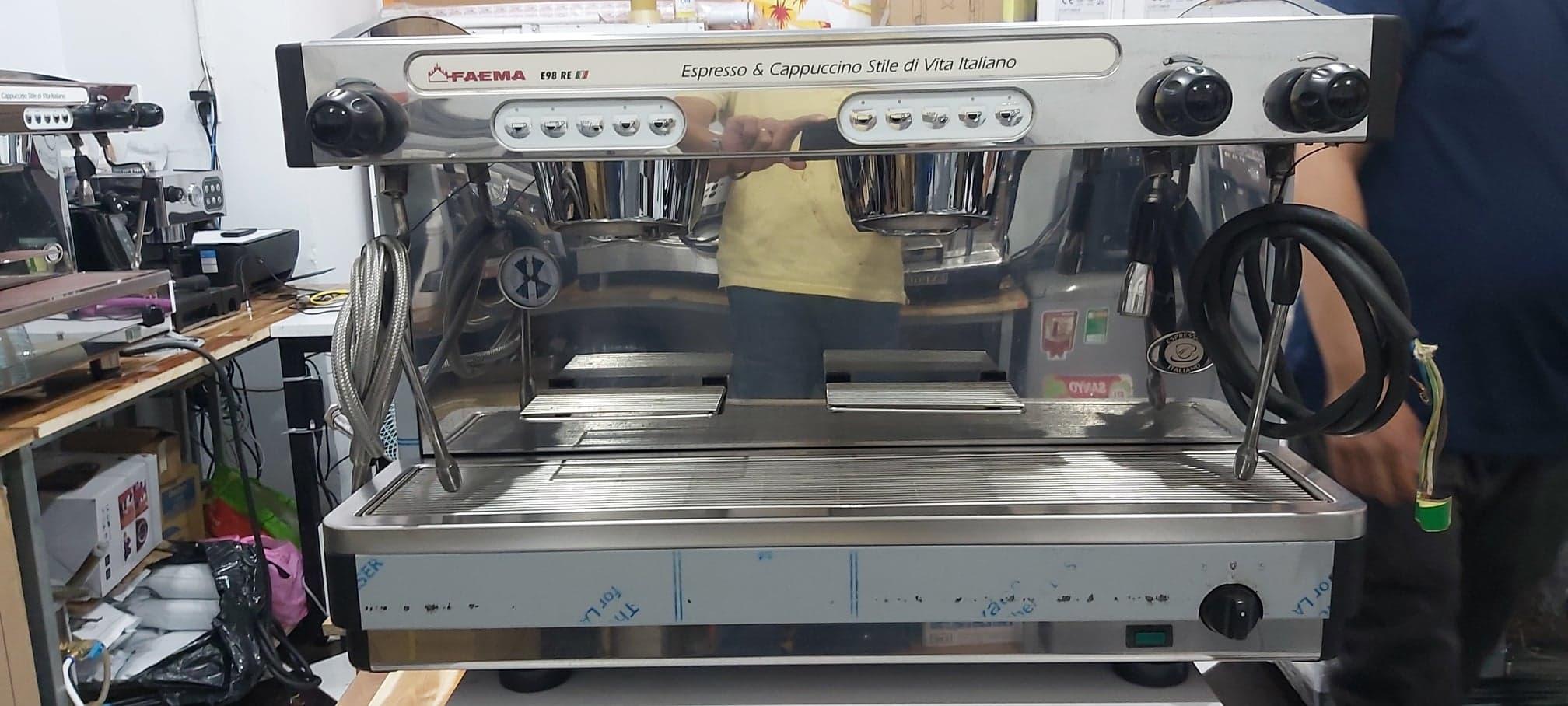 Thanh lý máy máy pha cafe hay ép cafe cũng là em nó : Máy pha cà phê Faema E98 cũ giá rẻ