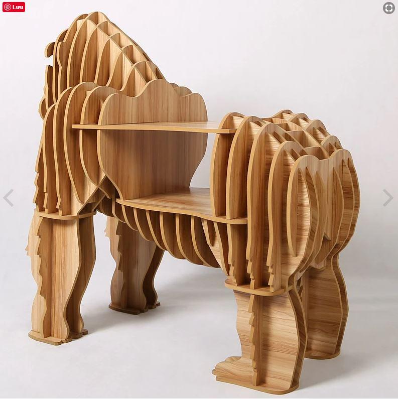 Trang trí nội thất bàn gỗ sang trọng hình KING KONG