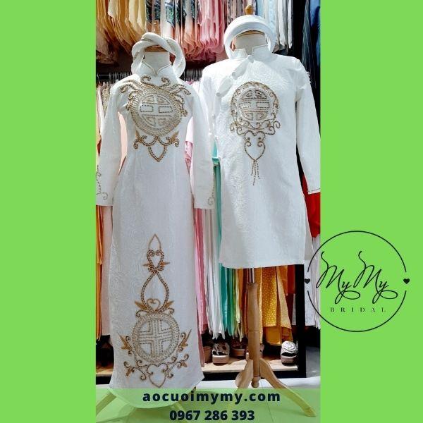 Áo dài cặp cô dâu chú rể  gấm trắng đính kết hạt chai hoa văn trống đồng - Áo cưới MyMy cho thuê, bán áo dài cưới rẻ đẹp