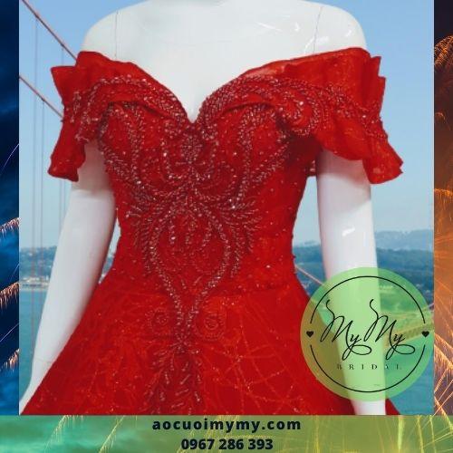Váy cưới trể vai đỏ
