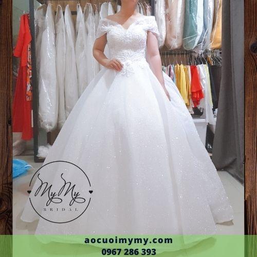 Áo cưới trễ vai