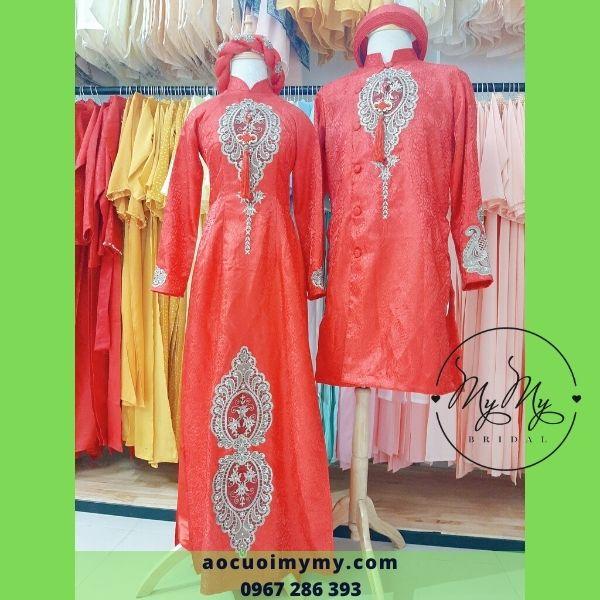Áo dài cô dâu chù rể Gấm đỏ đính hoa văn