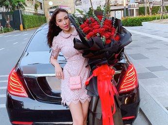 Dàn mỹ nhân Việt háo hức khoe quà tặng ý nghĩa trong ngày lễ 20/10