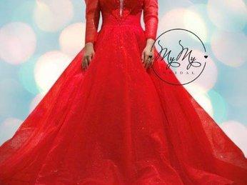 Váy cưới đỏ voan tùng rộng kết pha lê