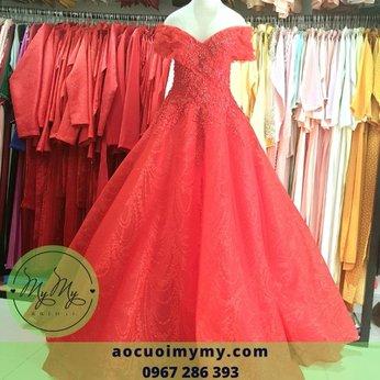 Váy cưới trễ vai đỏ size lớn