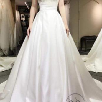Áo cưới My My thiết kế cúp ngực kim tuyến xẻ tà (Trắng)
