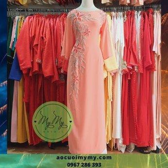 Áo dài bá sui màu hồng nhạt kết hạt pha lê