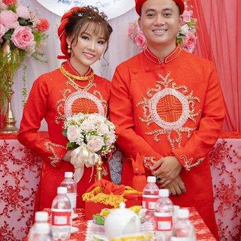 Áo dài cặp cô dâu chú rể Gấm đỏ kết hạt chai