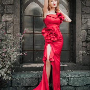 Áo cưới đỏ xẻ tà
