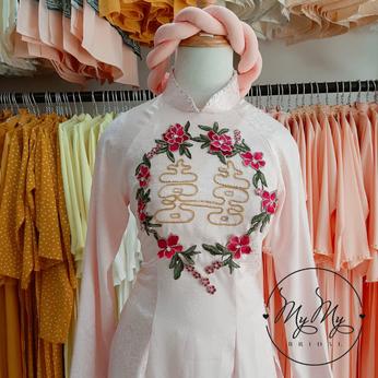 Áo dài cô dâu gấm hồng kết hoa- Dịch vụ cho thuê áo dài cưới