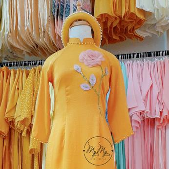 Áo dài bưng quả cổ thấp màu vàng - cho thuê áo dài bưng quả Gò Vấp