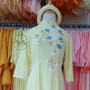 Áo dài bưng quả màu vàng chanh đính hoa lụa - Dịch vụ cho thuê áo dài bê tráp
