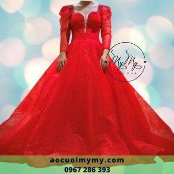Váy cưới đỏ voan tay dài tùng rộng kết pha lê