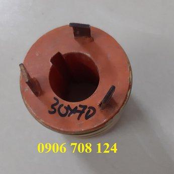 Cổ góp điện 3 pha kích thước 30x70x75 mm