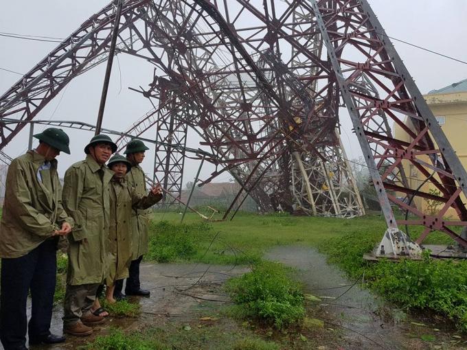 Tháp truyền hình đỗ sập tại Hà Tỉnh