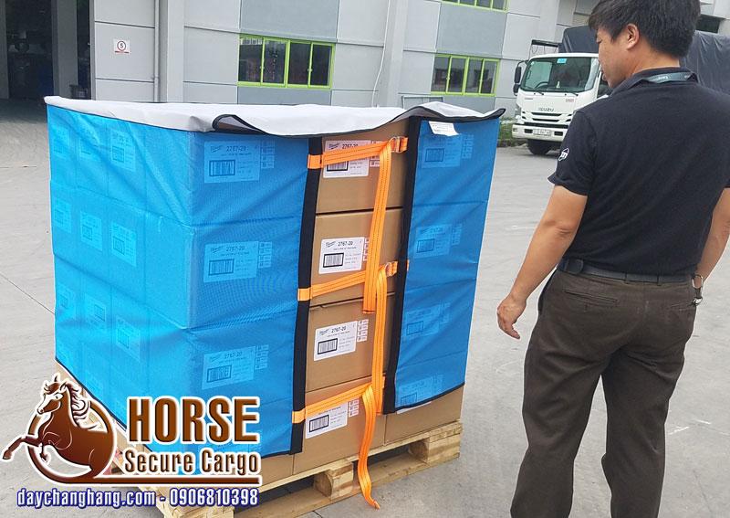 Thực tế sản phẩm lưới quấn pallet horse 1m khóa cam